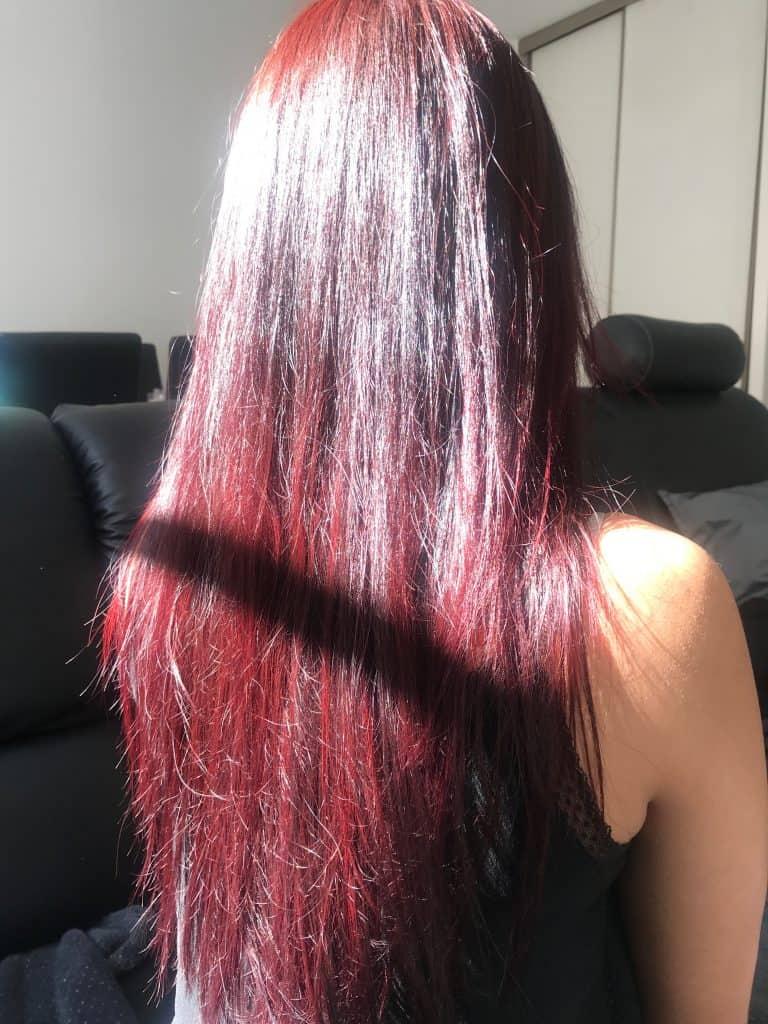 photo de dos femme cheveux longs rouges