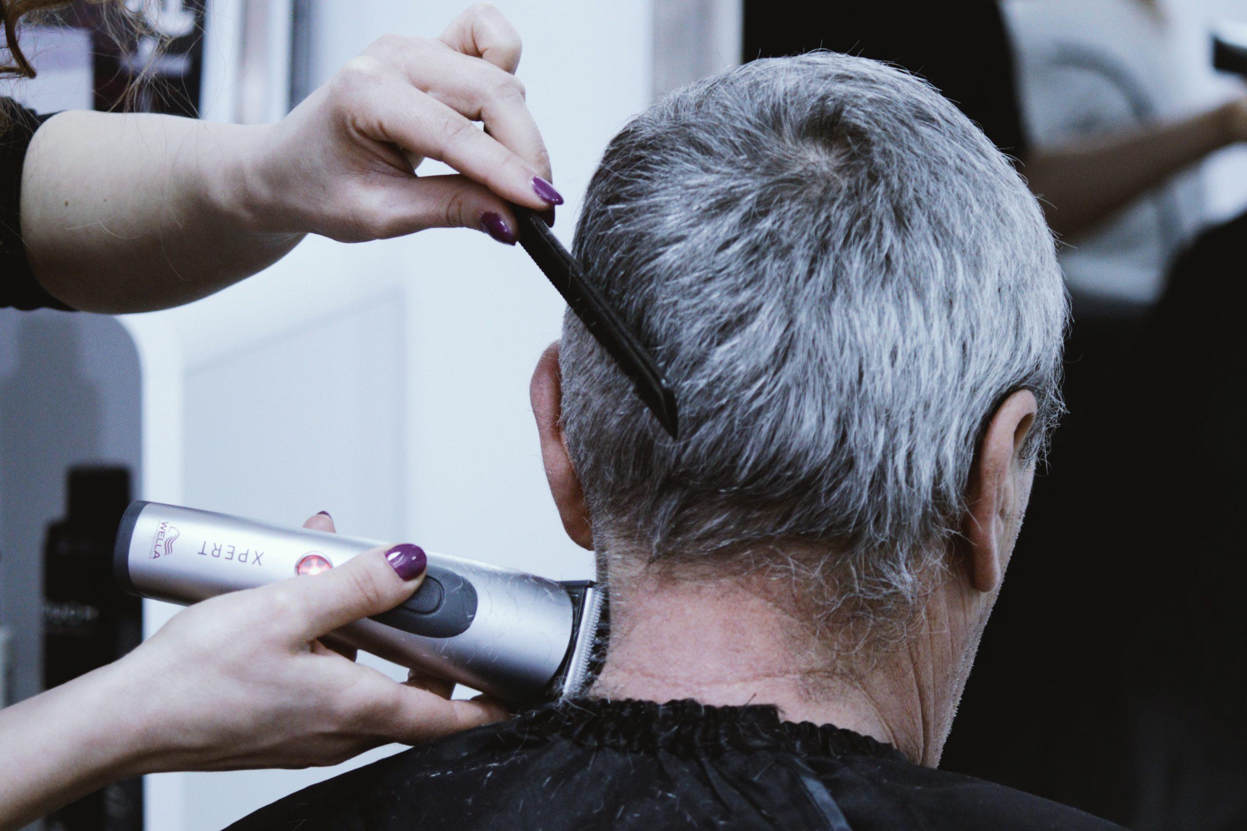 coiffeur cheveux gris homme